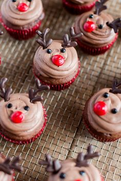 Four Kitchen Decorating Suggestions Which Can Be Cheap And Simple To Carry Out Easy Reindeer Cupcakes Christmas Dessert Recipes Holiday Dessert Recipes Fun Cupcake Recipes Reindeer Cupcakes, Fun Cupcakes, Holiday Cupcakes, Winter Cupcakes, Christmas Cupcakes Decoration, Gingerbread Cupcakes, Cupcake Decorations, Easy Cupcake Decorating, Christmas Cupcake Cake