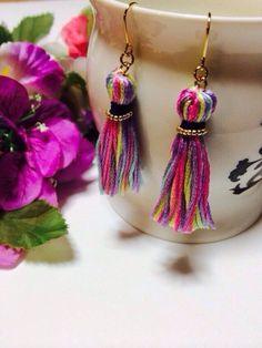 刺繍糸のタッセルピアスですユラユラ揺れてとっても可愛いです♡お友達からもとても好評いただいてます!|ハンドメイド、手作り、手仕事品の通販・販売・購入ならCreema。