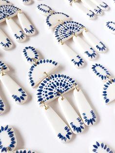 Diy Jewelry, Handmade Jewelry, Jewelry Making, Jewellery, Porcelain Jewelry, Ceramic Jewelry, Polymer Clay Crafts, Polymer Clay Jewelry, How To Make Ceramic