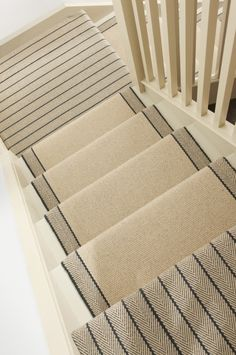 Stylish stair carpet ideas and inspiration. So you can choose the best carpet for stairs.Quality rug for stairs, stairway carpets type, etc. Basement Stairs, House Stairs, Carpet Stairs, Hall Carpet, Best Carpet, Diy Carpet, Rugs On Carpet, White Carpet, Ladders