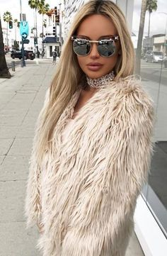 These sporty chic sunglasses upgrade any outfit. Joanne Silver Shades has a clear frame and silver mirror lenses with beautiful gold details. Boujee Lifestyle, Flat Top Sunglasses, Sunglasses Accessories, Sneakers Fashion Outfits, Celebrity Look, Ladies Dress Design, Swagg, Latest Fashion Trends, Winter Outfits