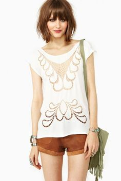 boho. bohemian. style. look. shorts. white top. summer.