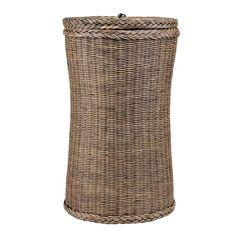 Von unseren Partnern in Indonesien aus feinem Rattan und Baumwolle liebevoll von Hand gefertigt, überzeugt unser Wäschekorb Tinggi mit seiner schmalen, hohen Form samt Deckel. Der Wäschekorb wird von Hand geflochten und passt auch in schmale Ecken.