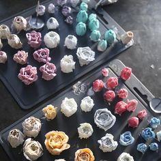 ㅡ 불꽃파이핑  B course. student work ㅡ  #flower #cake #flowercake #rose #birthday #bouquet #buttercream #baking #rununculus #wreath #weddingcake #케이크 #꽃스타그램 #작약 #플라워케익클래스 #웨딩케이크 #베이킹클래스 #생일케익 #플라워케이크 #리스 #케익스타그램 #수케이크 #튤립 #크리스마스 #크리스마스케이크 #ケーキ #花 #蛋糕 #花蛋糕  www.soocake.com vkscl_energy@naver.com