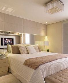 A great bedroom design is one that is both stylish and comfortable. Master Bedroom Design, Bedroom Bed, Dream Bedroom, Bedroom Decor, Bedrooms, Bedroom Ideas, Bed Design, House Design, Plafond Design