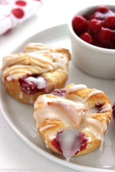 Pie Bites - made with store bought crescent rolls, they can be made in a jiffy. Perfect for breakfast or even dessert.Cherry Pie Bites - made with store bought crescent rolls, they can be made in a jiffy. Perfect for breakfast or even dessert. Cherry Desserts, Cherry Recipes, Mini Desserts, Easy Desserts, Easy Cherry Pie Recipe, Plated Desserts, Trifle Desserts, Sweet Desserts, Cheery Pie Recipe
