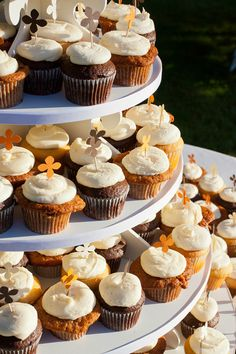 Party Cupcake Stands & amazing wedding supply website!