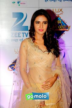 Jasmin Bhasin at Zee Rishtey Awards 2015 in Mumbai
