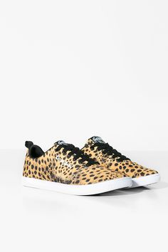 Women's lace-up sneakers with animal print. They are very comfortable, and so trendy! Discover Desigual Sport Collection.