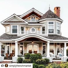 Happy Monday! Whether you love or hate the day...swoon over this house and it will instantly brighten your mood!!  Thanks to @cmmcustomhomes via @simplyfrenchmarket for the architectural inspiration this morning. #architecture #design #home #photography