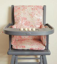 Coussin de chaise haute en Liberty enduit Demeure des Anges Liberty Art Fabrics, Liberty Print, Nursery Design, Baby Design, Baby Pattern, Gingham, Kitchen Design, Retro, Chair