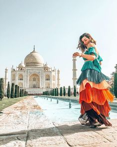 Taj Mahal, Travel Pose, India Street, India Architecture, Boy Photography Poses, Stylish Girls Photos, Outdoor Woman, Belleza Natural, Travel Pictures