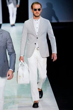 Armani Mode–Revealing a color palette of deep blues, skin tones and teals, Giorgio Armani refreshes the classics for his spring/summer 2014 outing. Giorgio Armani, Armani Men, Emporio Armani, Modern Gentleman, Gentleman Style, Gq Mens Style, Foto Blog, Luxury Fashion, Mens Fashion