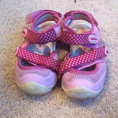 Baby sandals-size 6 Super cute pink sandals for your favorite little baby. Why spend on the money on brand new expensive baby shoes when your baby is constantly growing out of those expensive shoes! Although these shoes show signs of wear, they are still in good condition and have plenty of life left in them for your baby to kick around in. Sooth Shoes Sandals