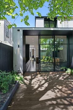 Fashion Tips For Men Carr Architecture - House in Melbourne Australia.Fashion Tips For Men Carr Architecture - House in Melbourne Australia. Houses Architecture, Victorian Architecture, Interior Architecture, Exterior Design, Interior And Exterior, Kitchen Interior, Street House, Rooftop Garden, House Extensions