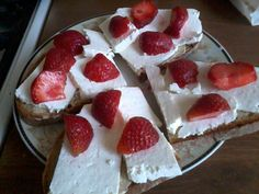 strawberries + wtihe cheese.... mmmm, tasty :)