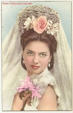 The Spanish Style…Romantic Kitsch Glamour Beauty Elegant Lady Portrait with Lace Mantilla, Pearls & Flowers, Original Photo Postcard. Edited in Barcelona, Spain. Flamenco Costume, Spanish Dancer, Grace And Lace, Spanish Fashion, Spanish Style, Hair Ornaments, Traditional Outfits, Bridal Hair, Vintage Ladies