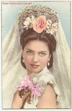 Preciosa postal: bonita joven señorita con una elegante mantilla blanca y peineta  (Postales - Galantes y Mujeres)