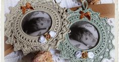 Fotolijstjes haken is toch één van mijn favoriete werkjes  en met het ondankbare weertje was deze opdracht welkom.      De fotolijstjes zijn... Crochet Home, Crochet Doilies, Crochet Yarn, Crochet Stitches, Crochet Patterns, Crochet Angels, Ring Tutorial, Crochet Decoration, Crochet Snowflakes