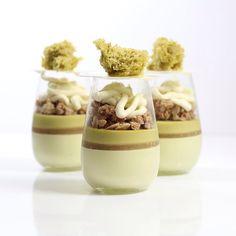 pistachio mousse, white peach gelee, pistachio cremeux , streusel, mascarpone cheese cream, pistachio sponge