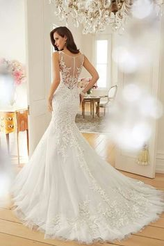 The lace, the silhouette, the details! Swoon over the romantic new collection from Sophia Tolli: http://cnbrides.co.uk/STolli