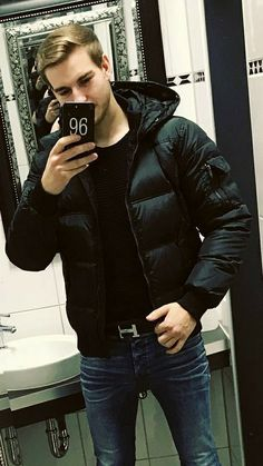 Men's leather jackets are a very important part of every man's set of clothes. Men need jackets for a variety of circumstances and several climate conditions. Picture Of Men's Jacket. Men Style Tips, Guy Style, Stylish Men, Men Casual, Mens Down Jacket, Leather Men, Leather Jackets, Black Down, Sexy Men