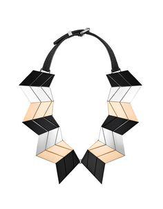 Le collier Ziggy de Louis Vuitton automne-hiver 2013-2014 http://www.vogue.fr/joaillerie/le-bijou-du-jour/diaporama/le-collier-ziggy-de-louis-vuitton-automne-hiver-2013-2014-andreea-diaconu/13174