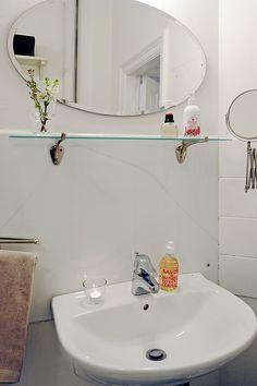 Banheira, máquina de lavar roupa, wc e lavatório