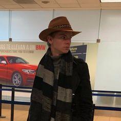 NEW Thomas at the International Airport Finn Jones, Nowhere Boy, Alfie Allen, Excellent Movies, My Boo, Thomas Brodie Sangster, Maze Runner, Handsome, Actors