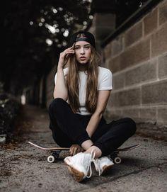Look Skater, Skater Girl Style, Skater Girl Outfits, Skater Photography, Portrait Photography Poses, Photography Poses Women, Skate Photos, Skateboard Pictures, Skateboard Girl