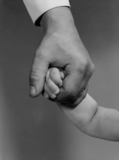 Father Daughter Photography, Father Daughter Photos, Mother Daughters, Hand Photography, Newborn Baby Photography, Children Photography, Holding Baby, Holding Hands, Hand Holding
