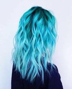 blaue Haare, schöne Locken, auffällige Damenfrisuren für mutige Damen, Ideen und Tipps