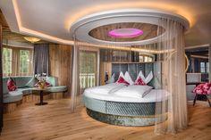 Neue Kuschelsuite im Hotel WInzer Wellness & Kuscheln im Attergau / Oberösterreich!   #leadingsparesorts #leadingspa #wellness #wellnesshotel #wellnessurlaub #auszeit #entspannen #relax #kuscheln #romantikzimmer #romantikhotel #winzer #hotelzimmer #doppelzimmer #oberösterreich #austria #neu #romantik #liebesurlaub #liebe Hotel Winzer, Das Hotel, Outdoor Furniture, Outdoor Decor, Bed, Home Decor, Double Room, Gap Year, Cuddling