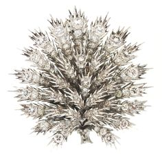 BUCCELLATI Diamond Platinum Brooch,rare platinum and diamond thistle brooch created by the legendary firm Buccelatti. Working rarely in platinum, this brooch is a one-of-a-kind jewel. Jewelry Crafts, Jewelry Art, Gold Jewelry, Vintage Jewelry, Fine Jewelry, Jewlery, Diamond Brooch, Diamond Jewelry, Mario