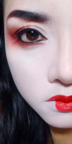 Geisha makeup Illamasqua Rich Liquid Foundation (Just for Kicks!) —- This is just a test run of the Illamasqua Rich Liquid Foundation in which is a stark white. It did go on a lot whiter and more. Fx Makeup, Makeup Box, Makeup Brushes, Makeup Tips, Makeup Tutorials, Makeup Ideas, Chinese Makeup, Japanese Makeup, Asian Makeup