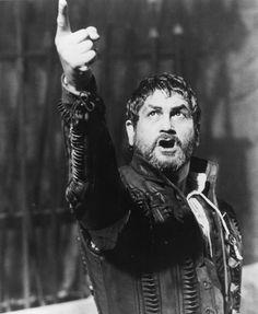 Justino Díaz in Otello (1986) http://www.movpins.com/dHQwMDkxNjk5/otello-(1986)/still-1444056576
