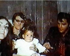 Priscilla and Lisa Marie, Elvis the way he looks at his daugther . Holding Lisa is Great Grandma Minnie Mae Presley.a Dodger Lisa Marie Presley, Elvis Presley Priscilla, Elvis Presley Family, Elvis Presley Photos, Graceland Elvis, Elvis Presley Las Vegas, Elvis Presley Memories, Young Elvis, Las Vegas Photos