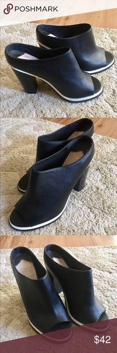 🎉Faith🎉Black & White Leather Sandals Classy & Sassy beautiful sleek black and white slip on sandals. Faith Shoes Mules & Clogs