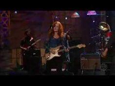 ▶ Bonnie Raitt & Toots & the Maytals (live) - YouTube