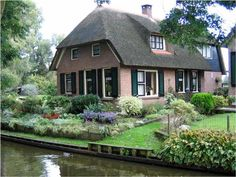 Giethoorn. Holland. I wonder if I could live in several places at one time. One week in one, then one in another, and another...