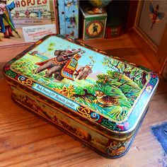 Huntley & Palmers biscuit tin box from 1885