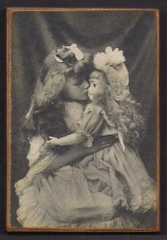 Wood Magnet Little Girl Doll Victorian Vintage Style Photo Print 150 Vintage Children Photos, Vintage Girls, Vintage Toys, Vintage Style, Vintage Prints, Antique Pictures, Old Photos, Guys And Dolls, Girl Dolls