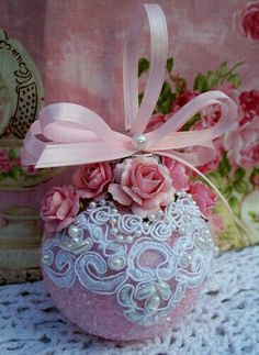 Here are the best Shabby Chic Christmas Decor ideas that'll give your room a romatic touch. From Pink Christmas Tree to Shabby Chic Christmas Ornaments etc Pink Christmas Ornaments, Handmade Christmas, Elegant Christmas, Shabby Chic Christmas Decorations, Beautiful Christmas, Decoration Shabby, Navidad Diy, 242, Christmas Crafts