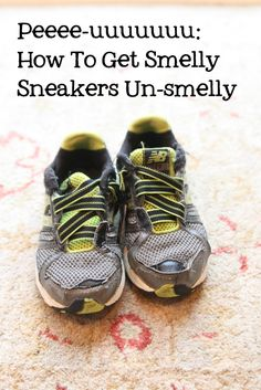 Clover Lane: Whats That SMELL? - how to get smelly sneakers un-smelly. Cleaners Homemade, Diy Cleaners, Clean Freak, Me Clean, Diy Cleaning Products, Cleaning Hacks, Stinky Shoes, Clean House, Housekeeping