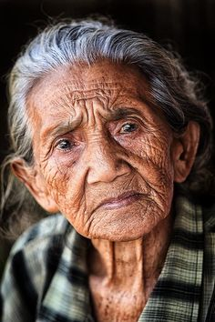 "Named ""Crow"" .Wise, old, non-comformist tribal woman. Oldest member of tribe. Rough, tough, misunderstood (as a result of not giving a crap what people think) and wise. ** the detail in her face and the years you can visibly see are fantastic** Old Age Makeup, Foto Portrait, Old Faces, Foto Real, Eye Photography, People Photography, Ageless Beauty, Cool Eyes, Amazing Eyes"