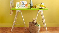 DIY: Dowel console table by Lowe's Folding Table Diy, Diy Table, Furniture Making, Diy Furniture, Build A Table, Sewing Table, Sewing Rooms, Home Projects, Home Accessories