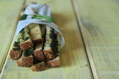 Grissini improvisado: torrada com pesto de manjericão. Food styling Food photography Produção culinária Produção de objetos Produtora culinarista Fotografia gastronômica