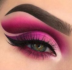 Once you master eyeliner application, your makeup routine will never be boring. But what if you get out of ideas? Discover many eyeliner styles here. Makeup Eyeshadow Palette, Pink Eye Makeup, Eye Makeup Art, Colorful Eye Makeup, Cute Makeup, Eyeshadow Looks, Disney Eye Makeup, Natural Eyeshadow, Makeup Box