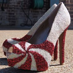 Christmas Glitter Shoes by BlingFabulousFeet on Etsy Christmas Shoes, Christmas Fashion, Christmas Glitter, Christmas Holiday, Holiday Crafts, Holiday Fun, Christmas Ideas, Xmas, Girlie Style