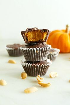 A healthier version of classic peanut butter chocolate cups, with pumpkin! Vegan Sweets, Vegan Desserts, Dessert Recipes, Vegan Food, Chocolate Cups, Melting Chocolate, Peanut Butter Cups, Chocolate Peanut Butter, Homemade Halloween Treats